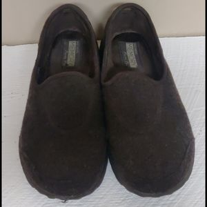 Skechers memory form fit slip on shoes